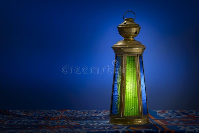 Ramadan Lantern över blått royaltyfri foto