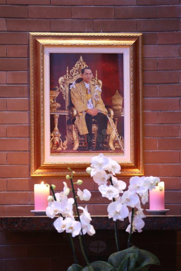 RamaIX国王照片有蜡烛的 免版税库存图片