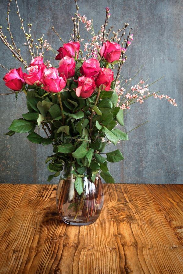 Ramalhete bonito das rosas para felicitações imagem de stock royalty free