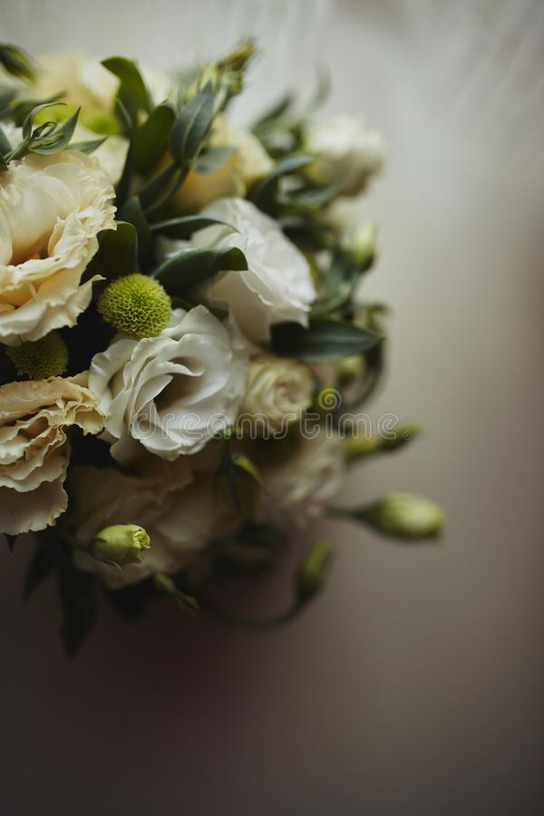 Ramalhete bonito do casamento, casamento floristry Noiva à moda do ramalhete do casamento Vista lateral Decora??o do casamento fotos de stock