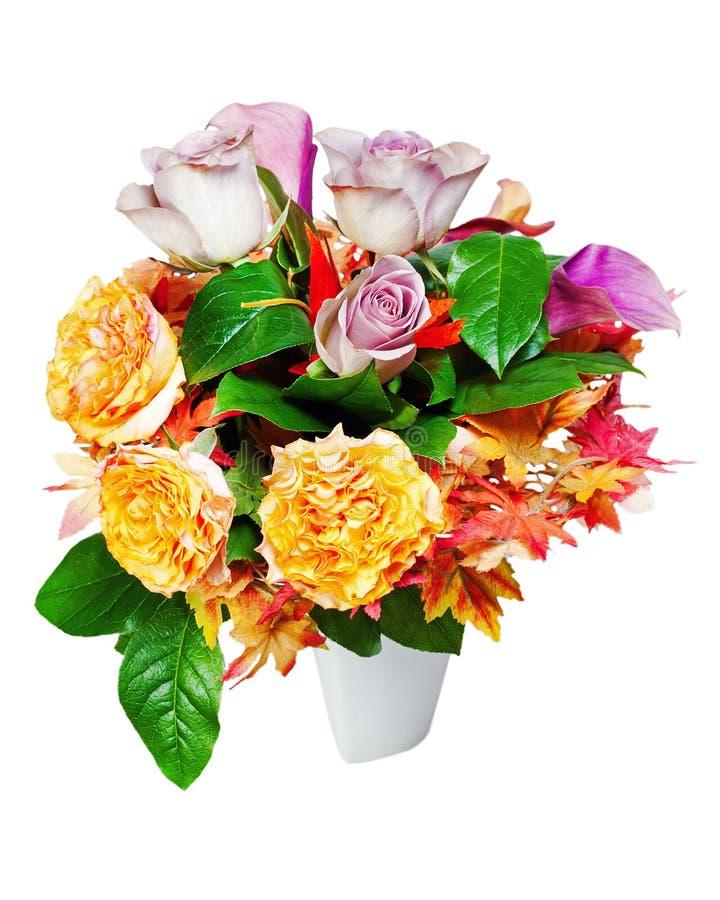 Ramalhete colorido da flor isolado no fundo branco foto de stock