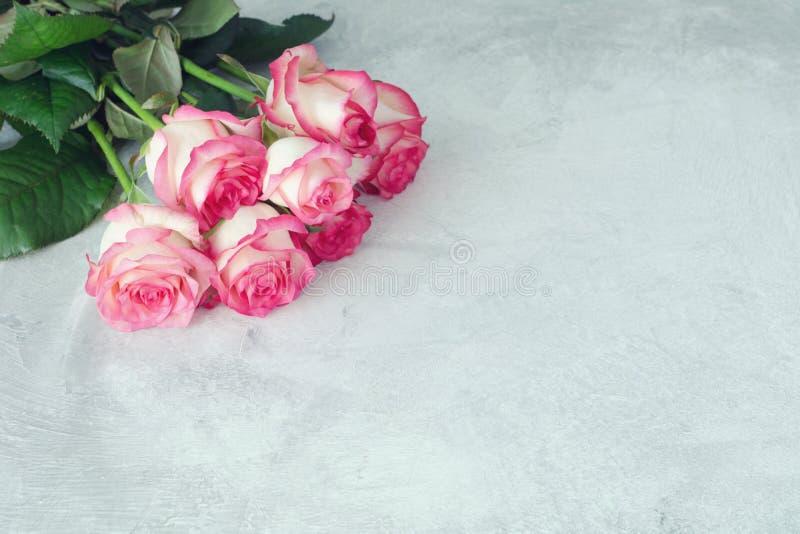 Ramalhete cor-de-rosa bonito das rosas imagem de stock royalty free