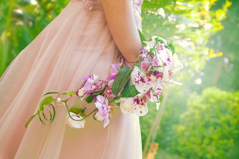 Ramalhete cor-de-rosa do casamento das orqu?deas fotografia de stock royalty free