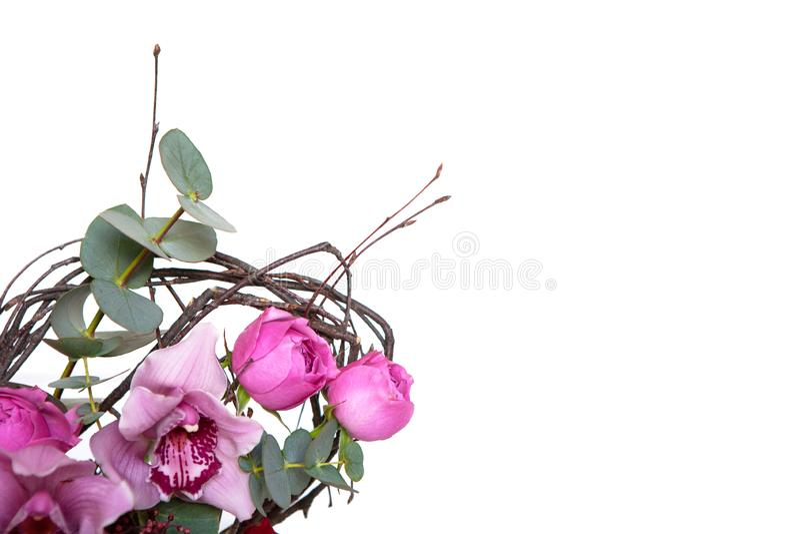 Ramalhete criativo da flor isolado no fundo branco Modelo com espaço da cópia para o cartão, convite, meio social imagem de stock royalty free