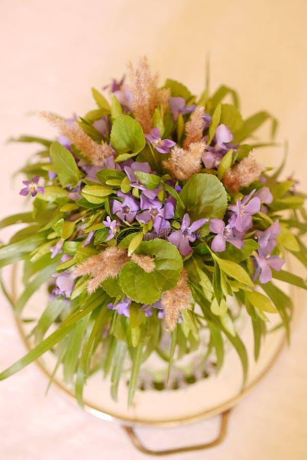 Ramalhete da flor selvagem da mola imagem de stock