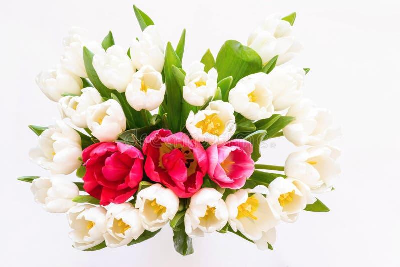 Ramalhete das flores das tulipas brancas e vermelhas fotografia de stock