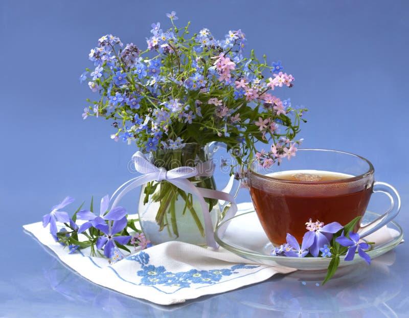 Ramalhete das flores e do chá imagens de stock
