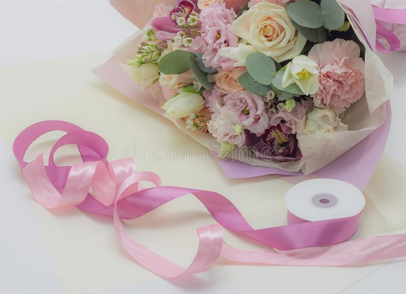 Ramalhete das flores no fundo floral das cores macias fotos de stock royalty free