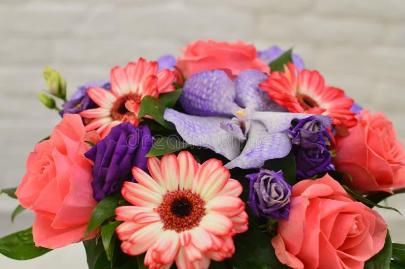 Ramalhete das flores por um dia de mãe foto de stock