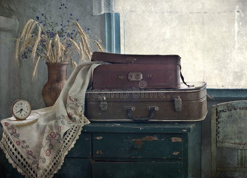 Ramalhete das orelhas e das malas de viagem foto de stock