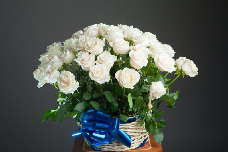 Ramalhete das rosas brancas imagem de stock royalty free