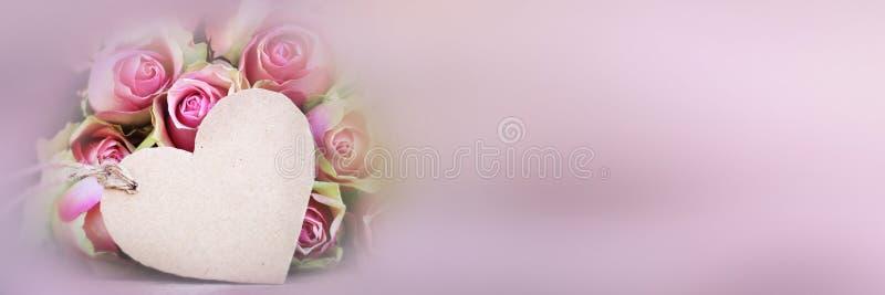 Ramalhete das rosas com um card_003 de cumprimento fotografia de stock