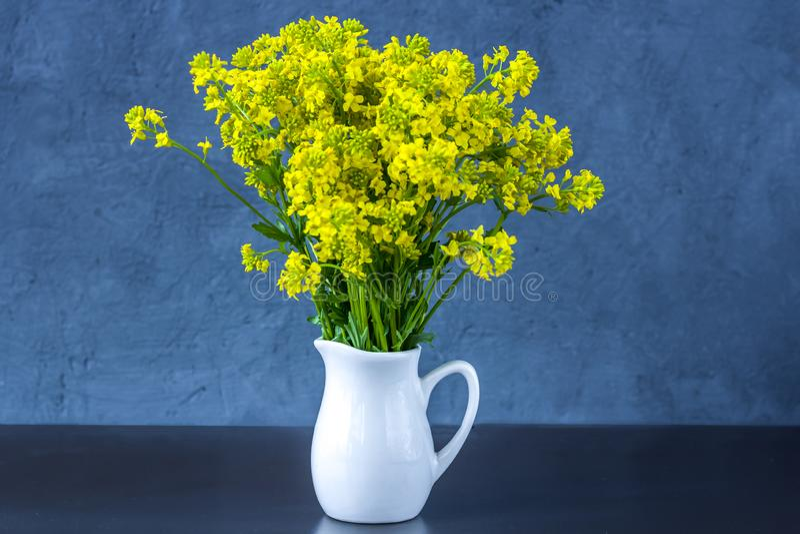 Ramalhete de flores selvagens fotografia de stock royalty free