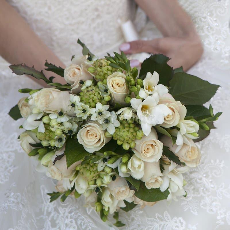 Ramalhete do casamento da beleza do amarelo e das rosas do creme imagem de stock royalty free
