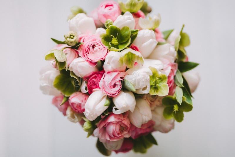 Ramalhete do casamento da vista superior no fundo branco fotos de stock royalty free