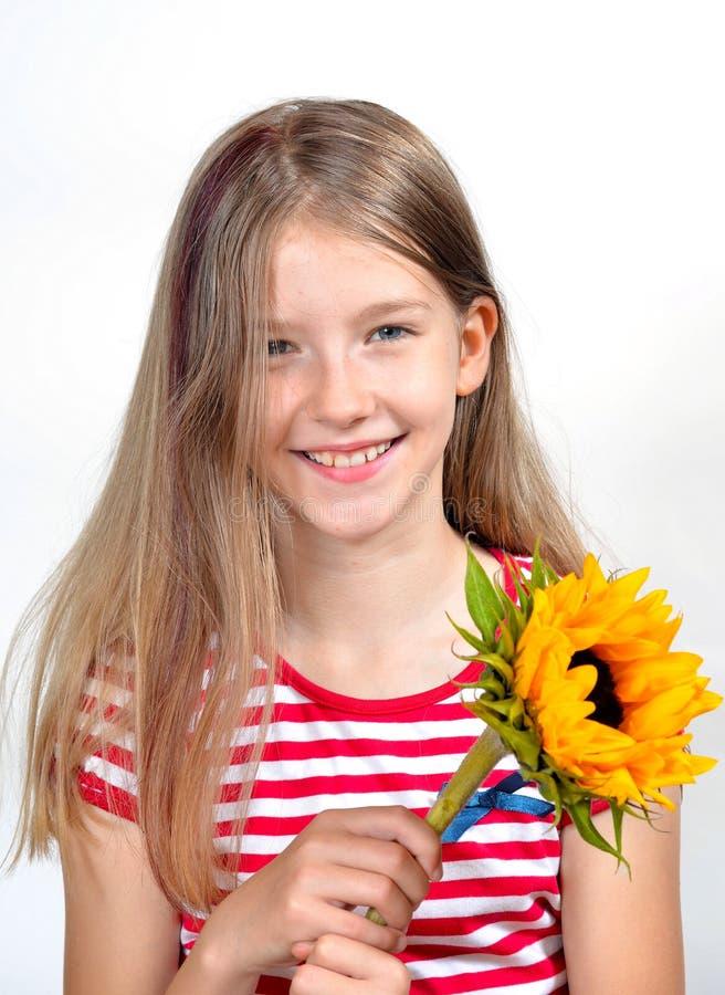 Ramalhete engraçado da flor da menina imagem de stock