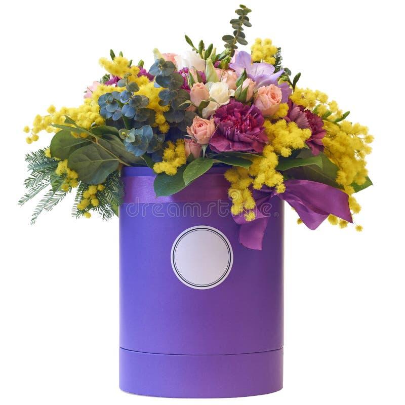 Ramalhete festivo das flores em um pacote bonito imagem de stock royalty free