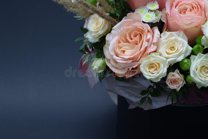 Ramalhete misturado do espaço livre do close-up das flores para seu texto fotos de stock