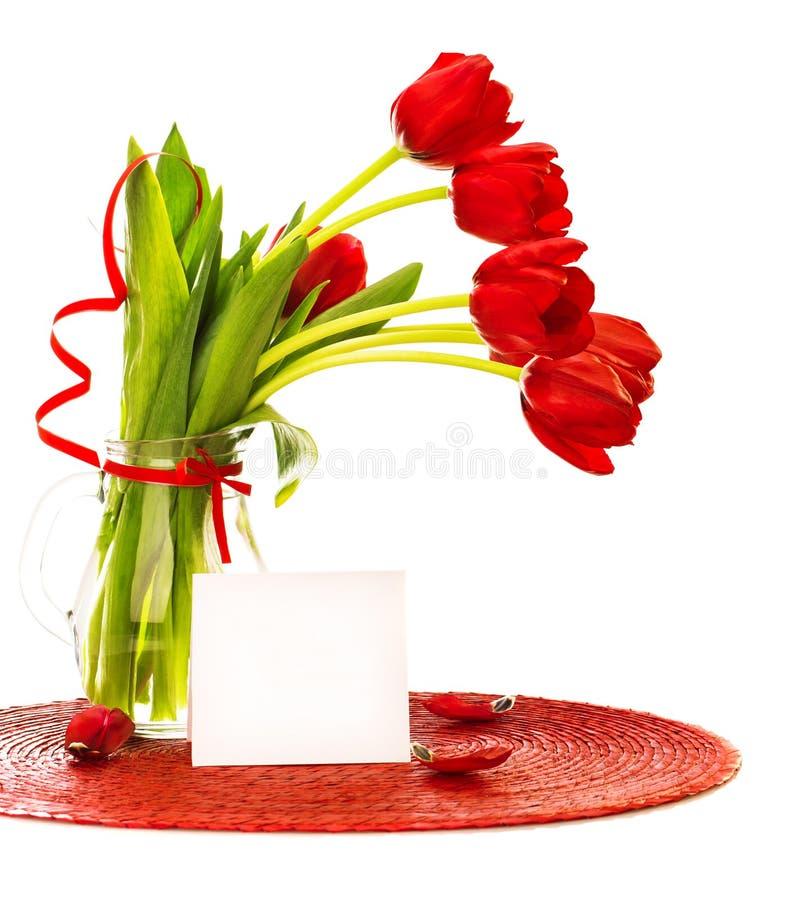 Ramalhete vermelho das tulipas no vaso imagens de stock
