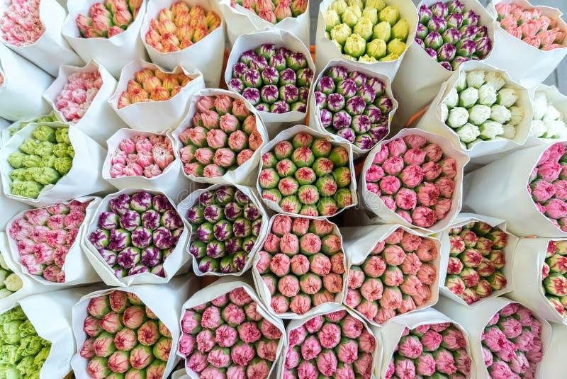 Ramalhetes frescos do cravo em Hong Kong foto de stock