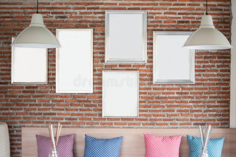 Ramar på väggen arkivfoton