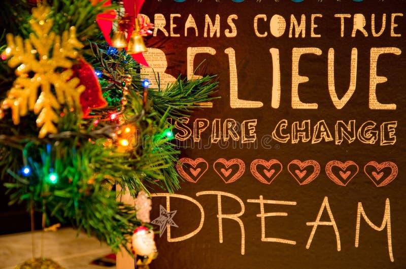 Ramas de árbol de navidad con deseos fotos de archivo libres de regalías