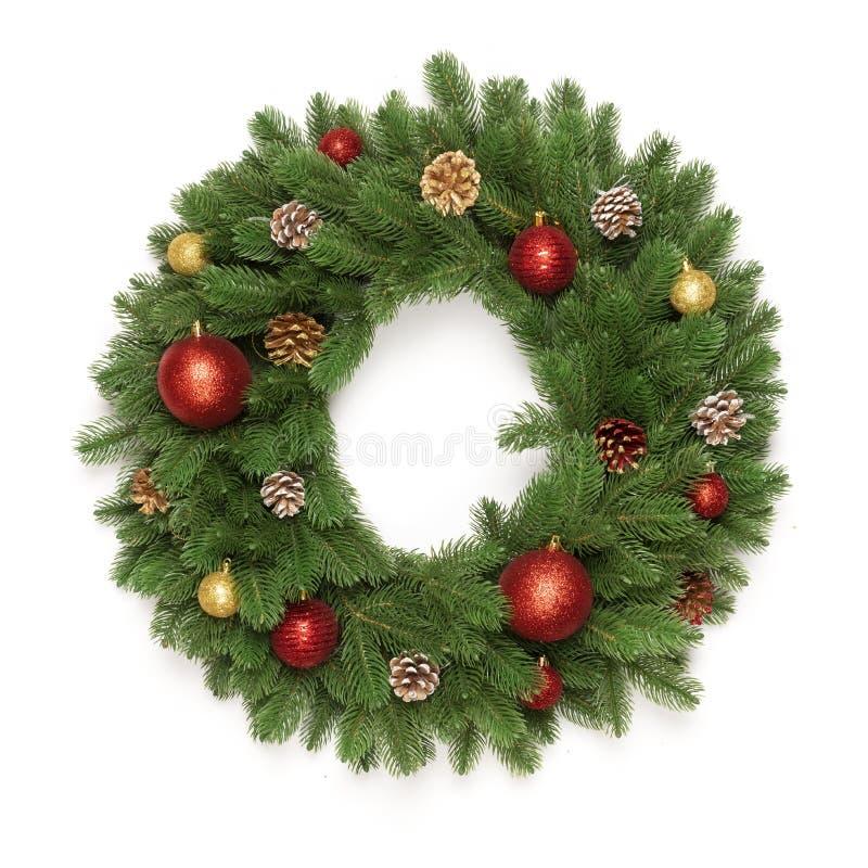 Ramas de árbol de navidad en un marco del círculo aislado en el fondo blanco con el espacio de la copia para el texto foto de archivo libre de regalías