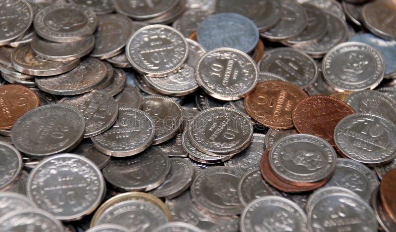 Ramassage de pièce de monnaie image libre de droits