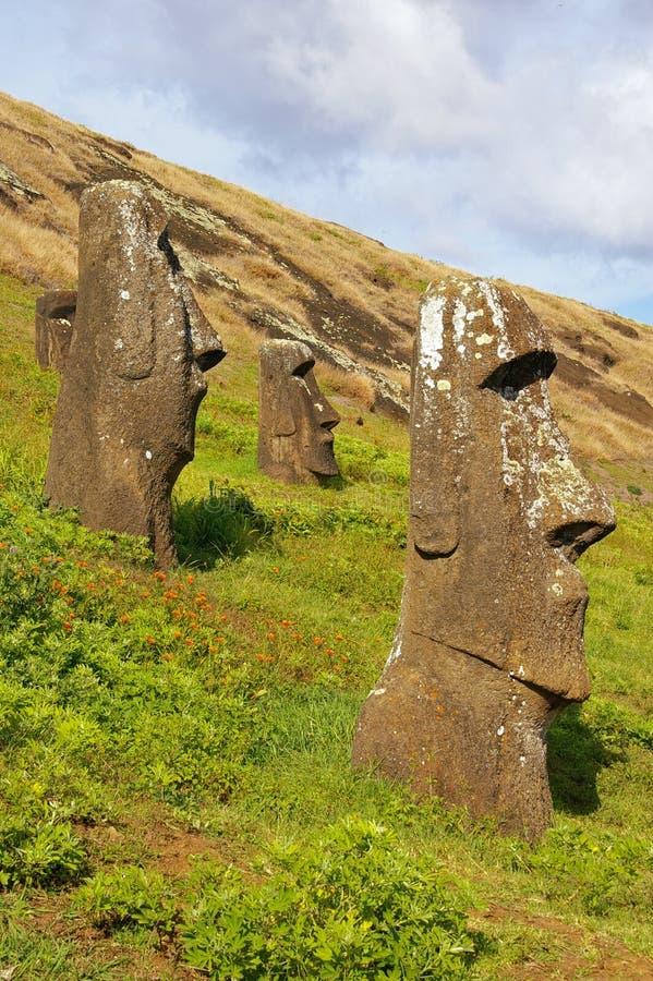 Ramassage de statues d'île de Pâques images stock