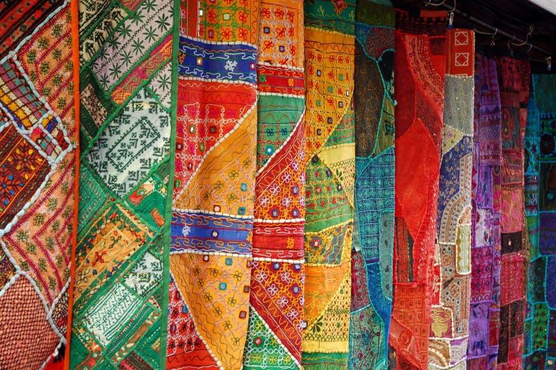 Ramassage de tissus orientaux images stock