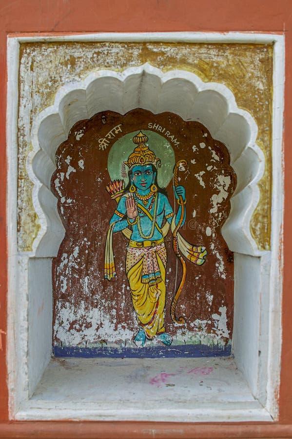 Ramavtar of perfecte mens; de zevende incarnatie van Lord Vishnu schilderde kleurrijk op muur van Vishnu Narayan-tempel boven Par stock afbeelding