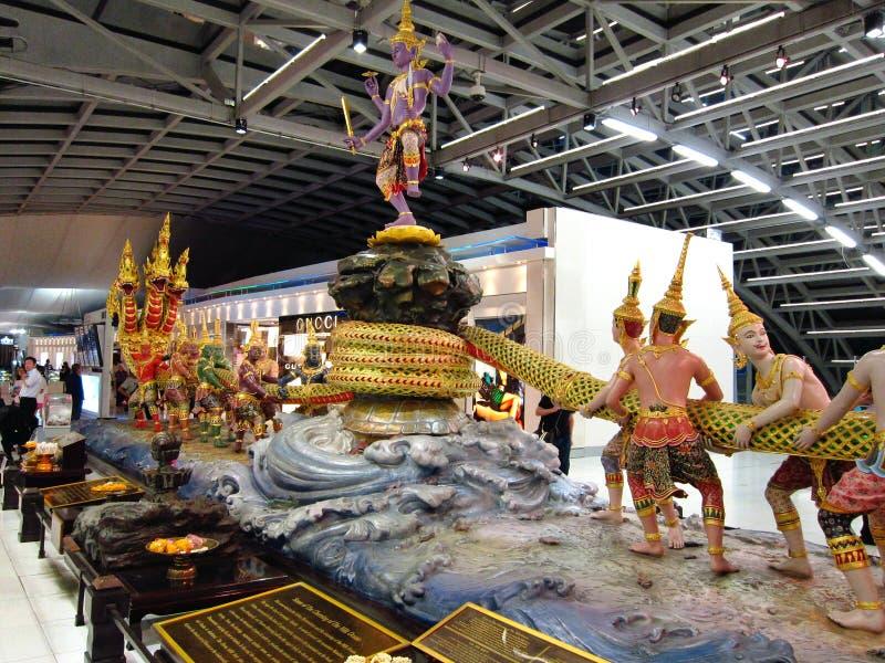 Ramayana de statue dans l'aéroport de la Thaïlande images libres de droits