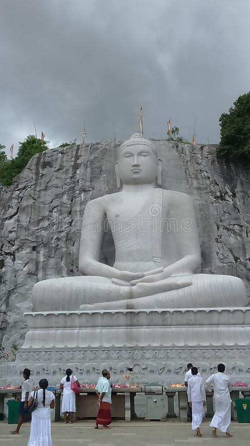 Rambadagalla Lord Buddhas Rock Statue lizenzfreie stockbilder