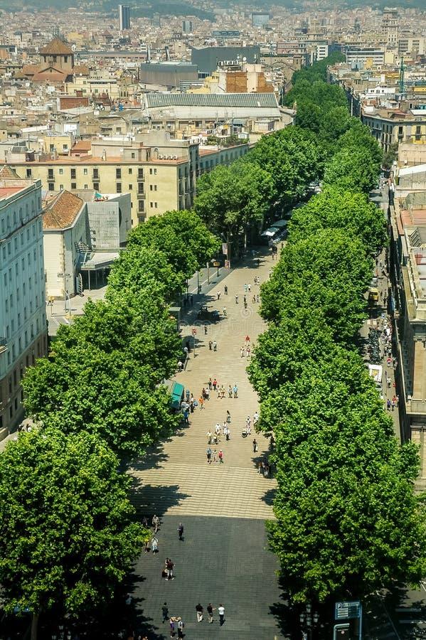 Rambla, la calle peatonal famosa de Barcelona, Cataluña, España imagenes de archivo
