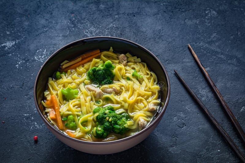 Ramen - minestra di pasta asiatica immagine stock libera da diritti