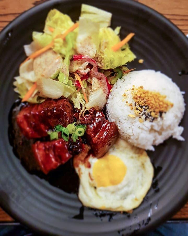 Ramenmaten är en typisk japansk maträtt arkivfoto