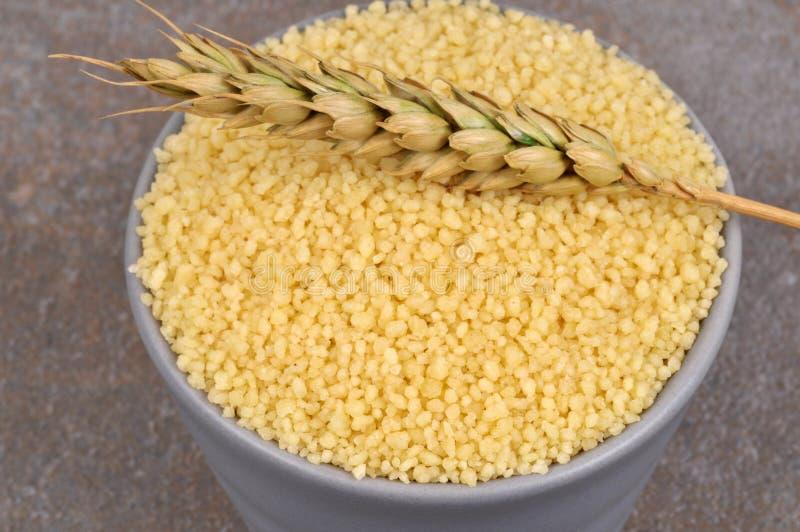 Ramequin пшеницы с ухом пшеницы в конце-вверх стоковая фотография rf