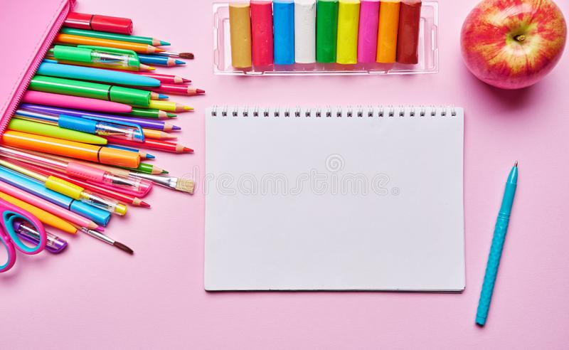 Ramka materiałów dla szkół i biur. PÅ'aska warstwa zdjęcie stock
