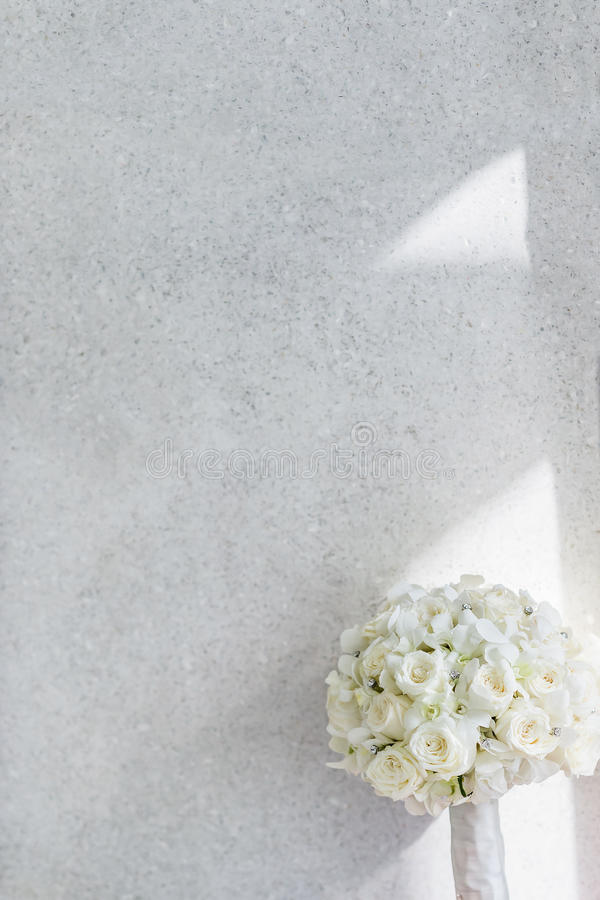 Ramo blanco de las rosas foto de archivo