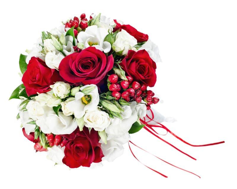 Ramo colorido de la boda de la flor para la novia aislada en la parte posterior del blanco imagen de archivo