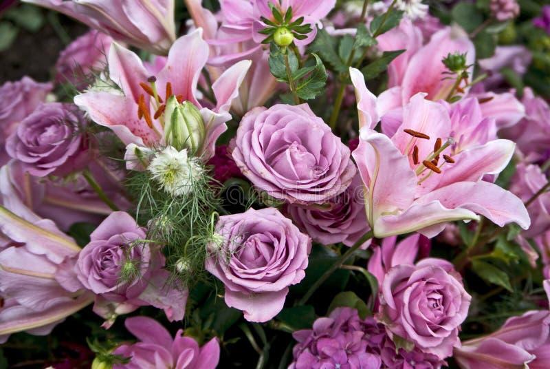 Ramo con las flores púrpuras foto de archivo libre de regalías