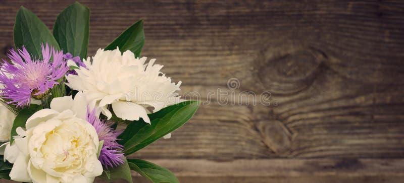 Ramo de flores del verano imagen de archivo