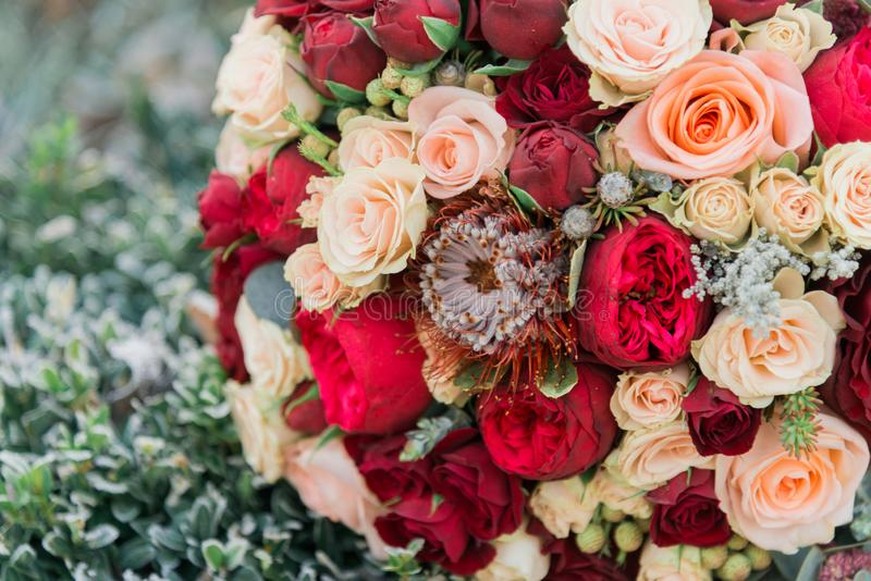 Ramo de flores El bride& x27; ramo de s Ramo nupcial Floristics foto de archivo