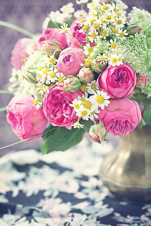 Ramo de flores frescas fotografía de archivo
