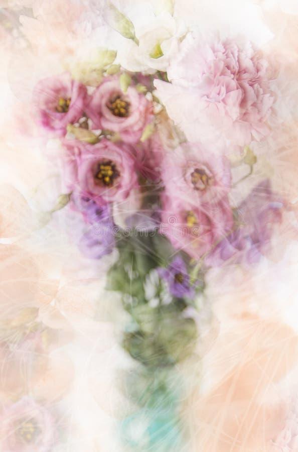 Ramo de flores mezcladas borrosas imagenes de archivo