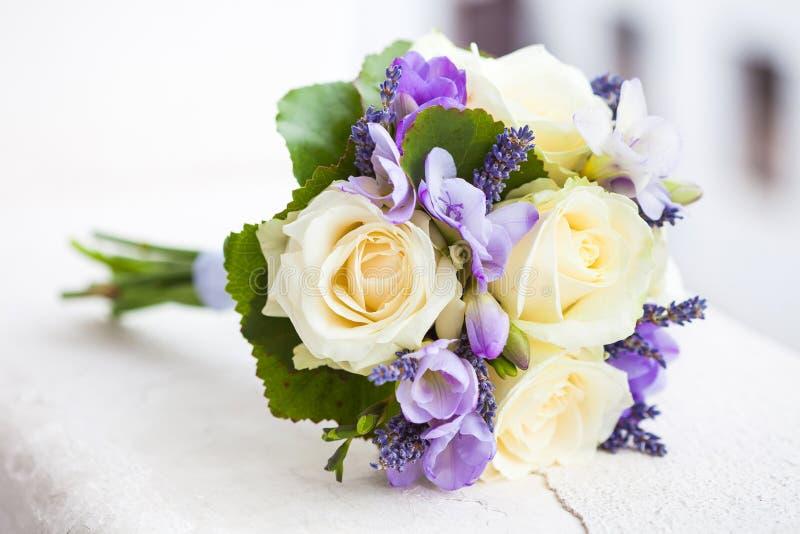 Ramo de la boda con las rosas amarillas foto de archivo