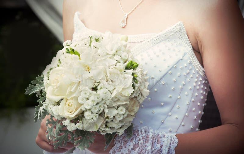 Ramo De La Boda Con Las Rosas Blancas Imagen de archivo libre de regalías
