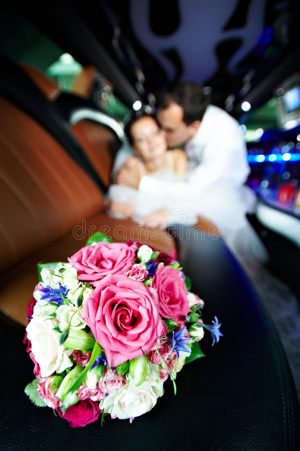 Ramo de la boda de flores en limo imagen de archivo