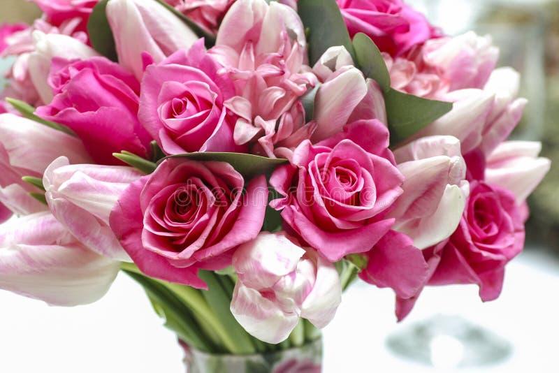 Ramo de la boda de flores rosadas imagen de archivo
