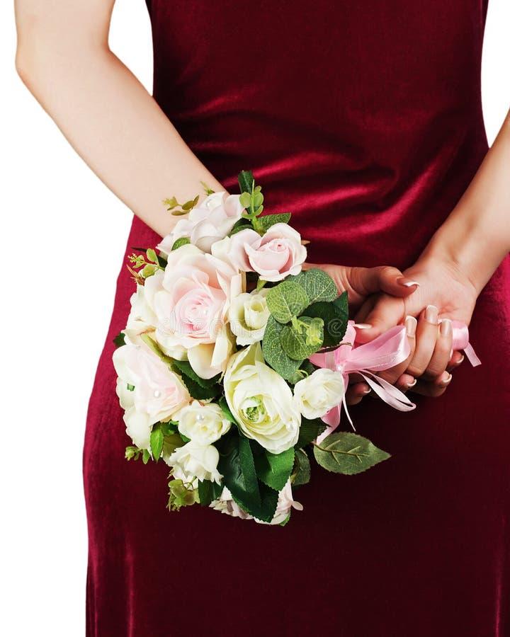 Ramo de la boda de las rosas blancas y rosadas en manos de la novia imagenes de archivo